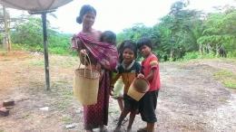 Bepuncak bersama ibu dan temannya. (Foto : Elvidayanty/dok.KKI Warsi)