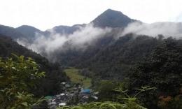 Pesona kampung Hadataran-Hapesong yang dikepung gunung-gunung tinggi.Sumber photo dari grup Facebook HAMARS