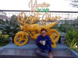 Salah satu kafe di Jalan Mastrip. Dokumentasi pribadi