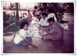 Kenangan menganalisis pecahan keramik, 1980, dibimbing Pak Abu Ridho (Dokpri)