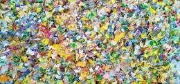 Jenis plastik HD dari plastik pembungkus setelah proses pencacahan menjadi kepingan kecil agar mudah dalam proses pelelehan. Prinsip ini sama dengan ranti daur ulang yang melibatkan industri pengolahan (pabrik plastik daur ulang) yang ada di Jawa Timur atau Tanggerang, Banten (Gambar Marahalim Siagian)