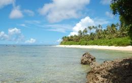 Pantai di Pulau Melonguane, Kep. Talaud. Sumber: Balar Sulut