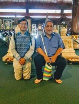Foto Bersama Pak Peter Kasenda di Teras Makam, Dokumen Pribadi