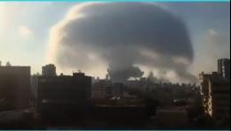 Ledakan Beirut Memicu Awan Jamur | Sumber: Twitter @therednib
