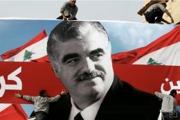 Poster Mantan PM Rafik Al Hariri. Sumber: REUTERS / Mohamed Azakir