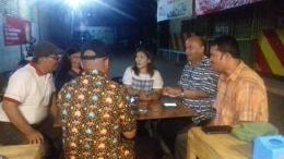 Dokpri 2020: Minum kopi sambil berdiskusi. Bersama anggota senior gerakan mahasiswa kota Medan yang juga turut dalam proses reformasi 1998.