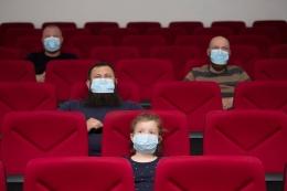 Sumber : Kompas.com/ilustrasi penerapan protokol kesehatan di bioskop