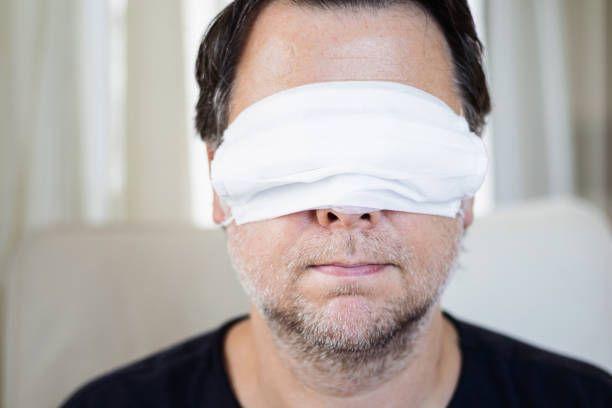 Ilustrasi pemakaian masker yang kurang tepat (sumber: pixabay.com)