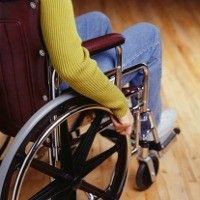 Ilustrasi Pasien dengan kursi roda (heath.detik.com)