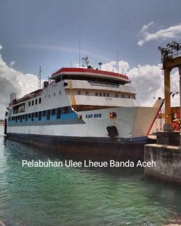 Kapal Ferry KMP BRR di pelabuhan Ulee Lheue/dokpri