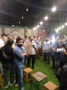 Polisi Segel Kafe di Bekasi