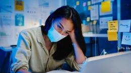 WFH juga melelahkan dan berpotensi menimbulkan burnout. (Ilustrasi: tirachardz/Freepik)