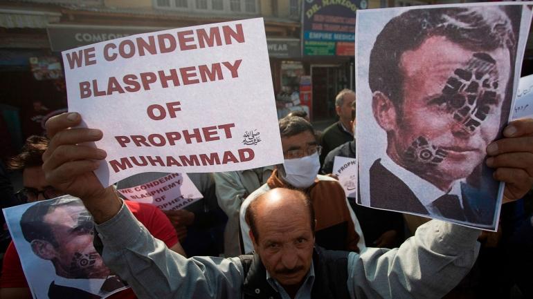 Aksi protes penistaan Nabi Muhammad oleh Presiden Prancis Emmanuel Macron/Foto: news.sky.com