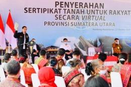 Presiden Menyerahkan Sertipikat Tanah di Sumut (Sumber: antaranews.com)