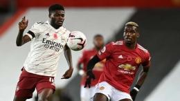 Duel antara Thomas Partey (Arsenal) dan Paul Pogba (Manchester United) dalam lanjutan kompetesi Liga Inggris (1/11/20). Sumber foto: Getty Images via Goal.com