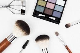 Kosmetik jadi tak sering pakai (dok. Pixabay/Kinkate)