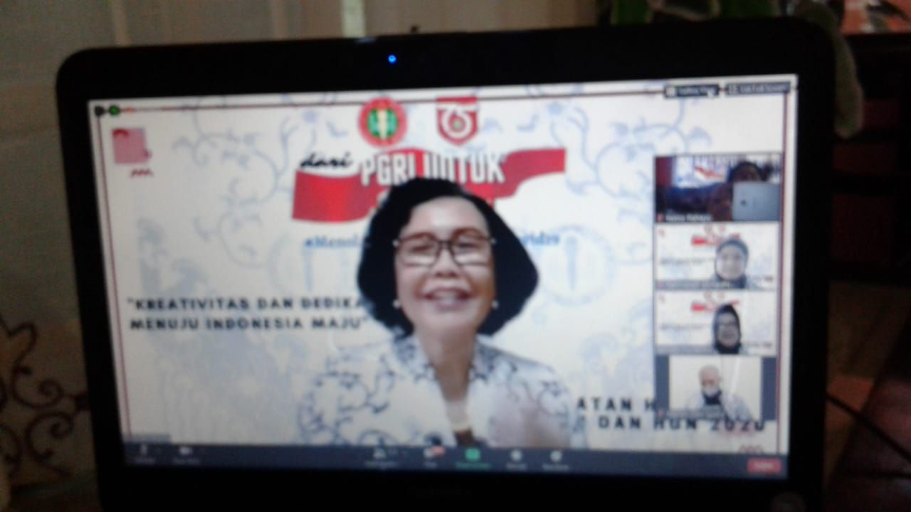 Ibu Ketuam Umum PB PGRI, Prof Unifah Rosyidi