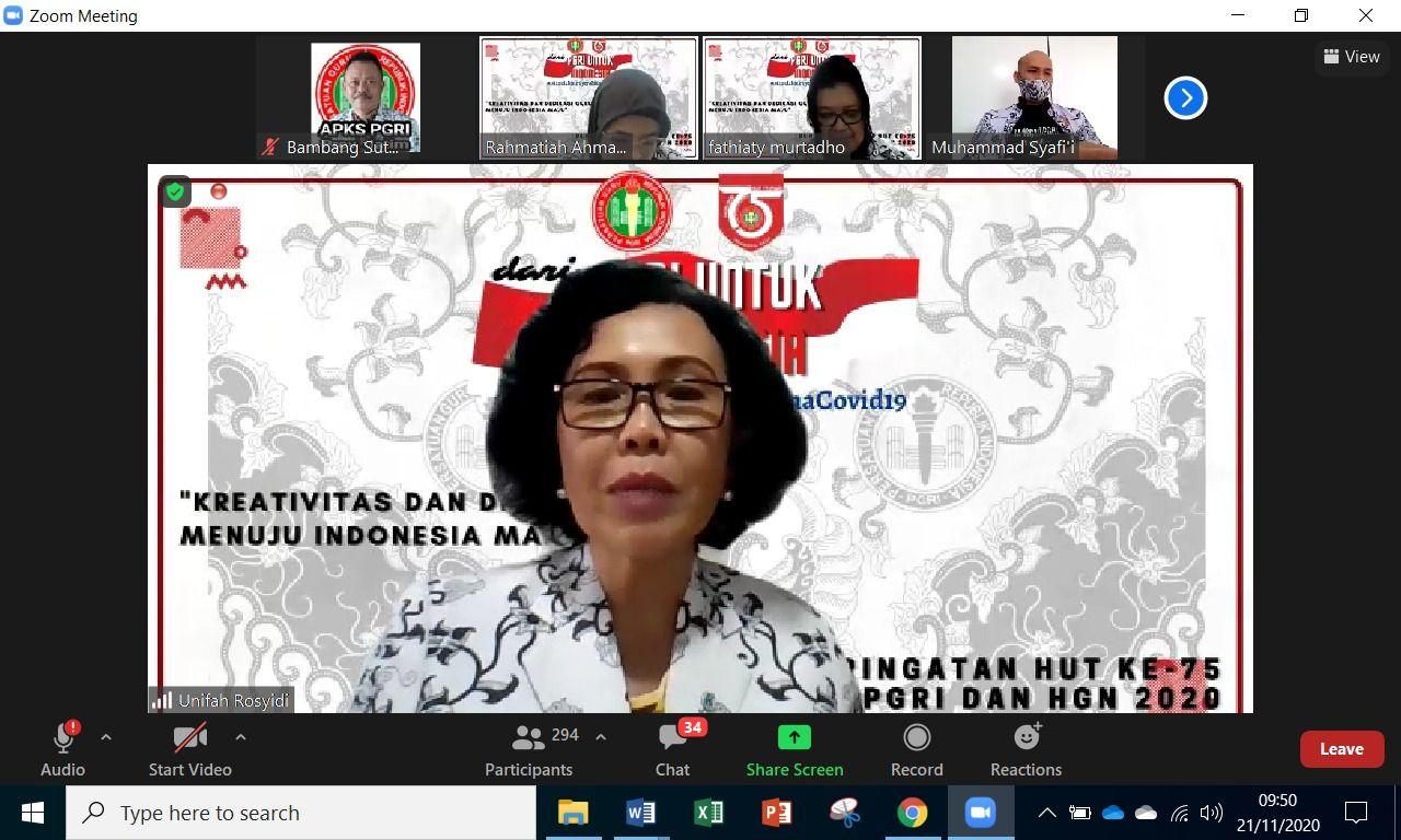 Prof Unifah Rosyidi memberikan arahannya dalam acara Rakornas PGRI