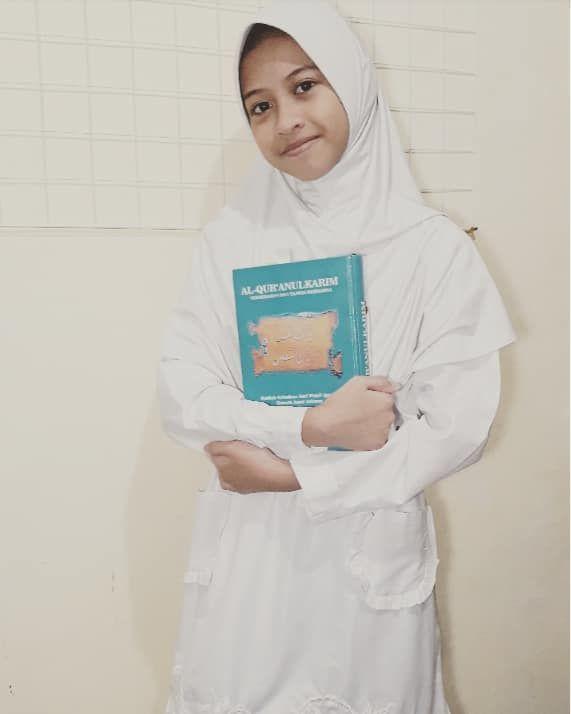 Teteh belajar menjadi penjaga Al Quran. Semoga kelak Al Quran memberi syafaat kepada kita, aamiin.