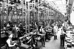 Revolusi Industri (sumber: koalahero.com)