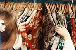Ilustrasi Thrifting (sumber: eveygirl.com)