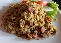 Dari majalah Femina, koran Jawa Pos,dan buku resep Gramedia, aku mulai tahu nasi goreng itu beragam (dokpri)