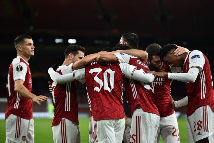 Para pemain Arsenal merayakan gol pada pertandingan kontra Dundalk pada matchday kedua fase grup Liga Europa 2020-2021 di Stadion Emirates, Jumat (30/10/2020) dini hari WIB. (Foto: AFP/GLYN KIRK via kompas.com)