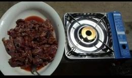 Potongan daging kancil hasil buruan Orang Rimba. (Foto : Elvidayanty)