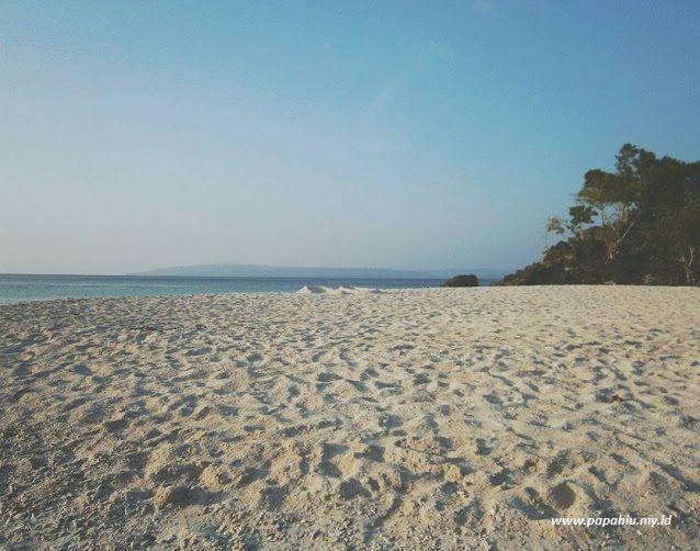 Pantai Bambarano Donggala (papahiu.my.id)