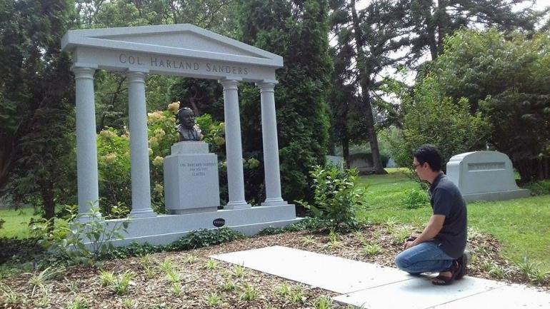 Makam Col Harland Sanders di kota Louisville, Kentucky (Sumber : Fatmawati Akhmad)