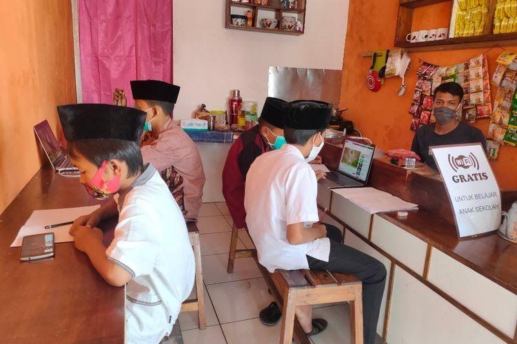 Ilustrasi warkop | Gambar oleh KOMPAS.com/Tria Sutrisna