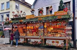 Gerai camilan di pasar Natal - foto: HennieTriana