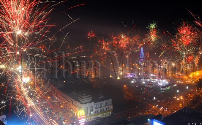 Ilustrasi Natal dan Kembang Api. Sumber: Tribun Manado