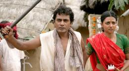 Cuplikan Film Manjhi: The Mountain Man. (foto: indianexpress.com)