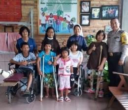 (Anak difabel paling kiri yang dibantu keluarga Pak Tjip -- dokpri)