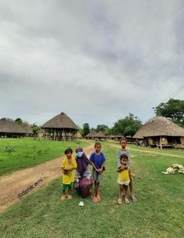 Bersama anak suku di Malaka, NTT (dokpri)