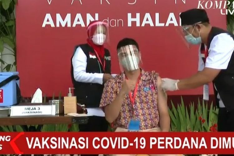 Raffi Ahmad saat menerima vaksin (Kompas TV)