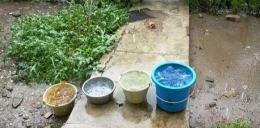 Nadah air hujan untuk mencari air bersih.|Dokpri