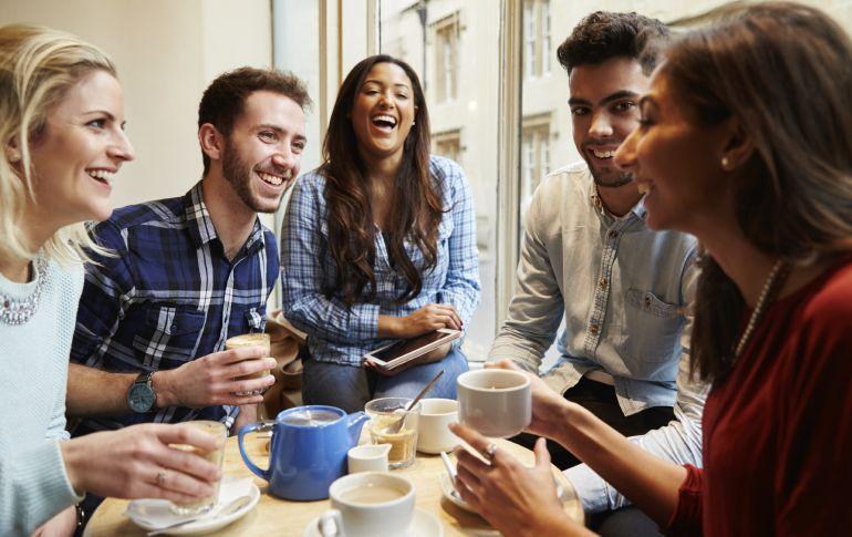 Sekelompok Sahabat Yang Sedang Reunian. Sumber Facetofeet.com