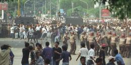 Penyerbuan kantor PDI di Jalan Diponegoro 27 Juli 1996 (Kompas/Eddy Hasby)
