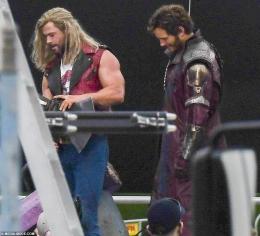 Thor dan Star Lord   source : dailymail.co.uk