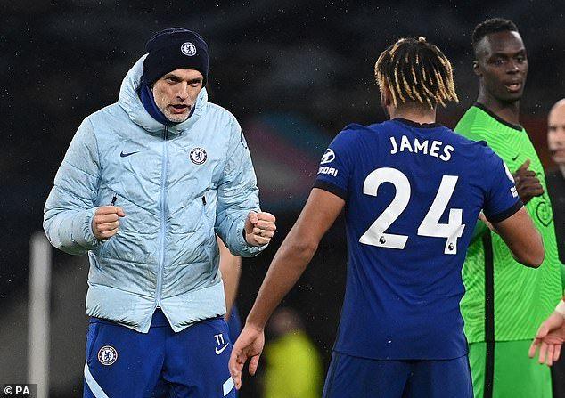 Thomas Tuchel, sedang memberikan semangat kepada para pemain Chelsea. (via dailymail.co.uk)