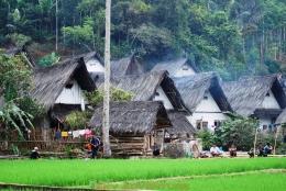 Kampung Naga- Tasikmalaya. Sumber: www.sky-adventure.com