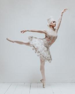 Gambar 2. Brooke Lynn Hytes dengan bakat Balletnya.