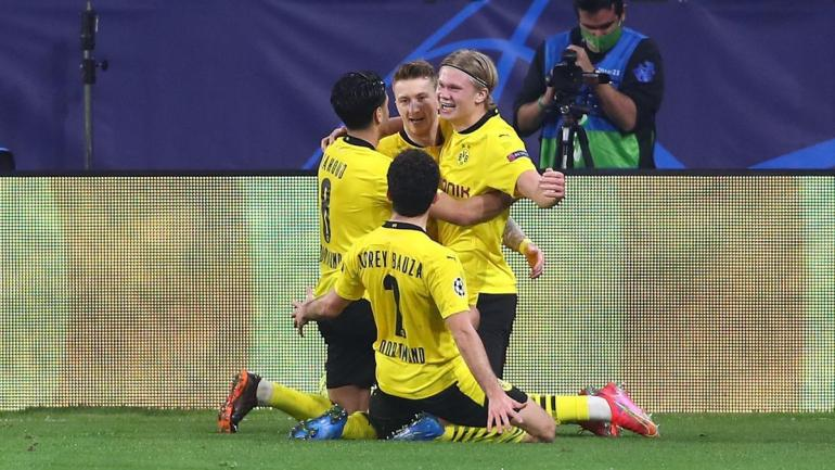 Pemain Borussia Dortmund merayakan kemenangan atas Sevilla. (via eurosport.com)