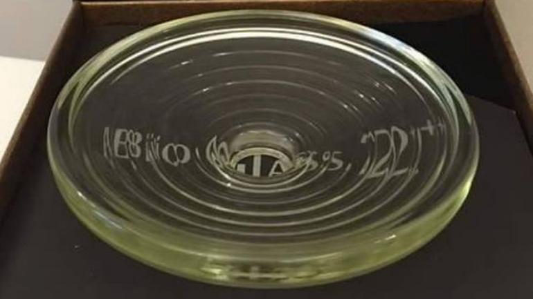 Lempeng kaca bundar Bioglass MCI yang memancarkan energy scalar positif. (sumber: facebook bioglass mci)