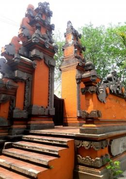 Klenteng Sanggar Agung di Surabaya dengan arsitektur yang menyerupai Pura Bali (Sumber: Dok. Pribadi)