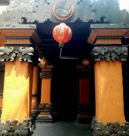 Klenteng Sanggar Agung di Surabaya dengan arsitektur ornamen Bali (Sumber: Dok. Pribadi)