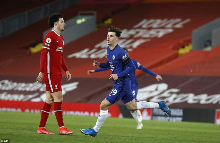 Pemain Chelsea merayakan gol ke gawang Liverpool. (via AP Photo)