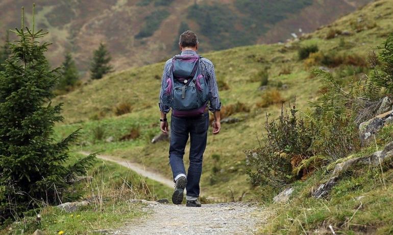 Hiking by pixabay.com
